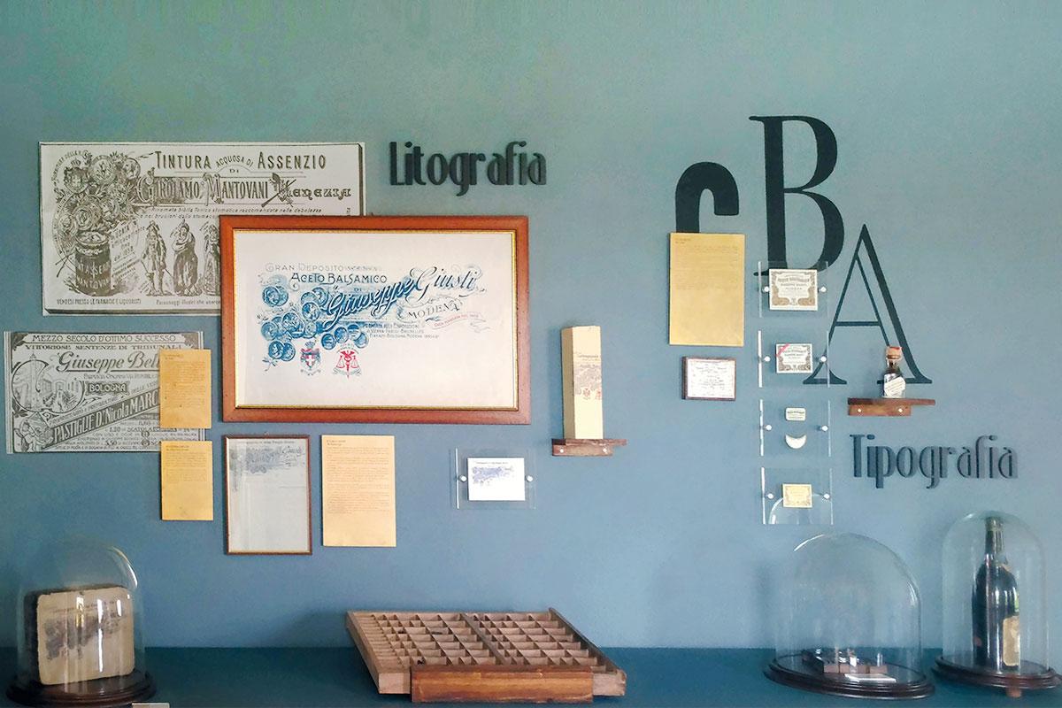 Grafiche applicate a parete museo- prespaziati e vetrofanie