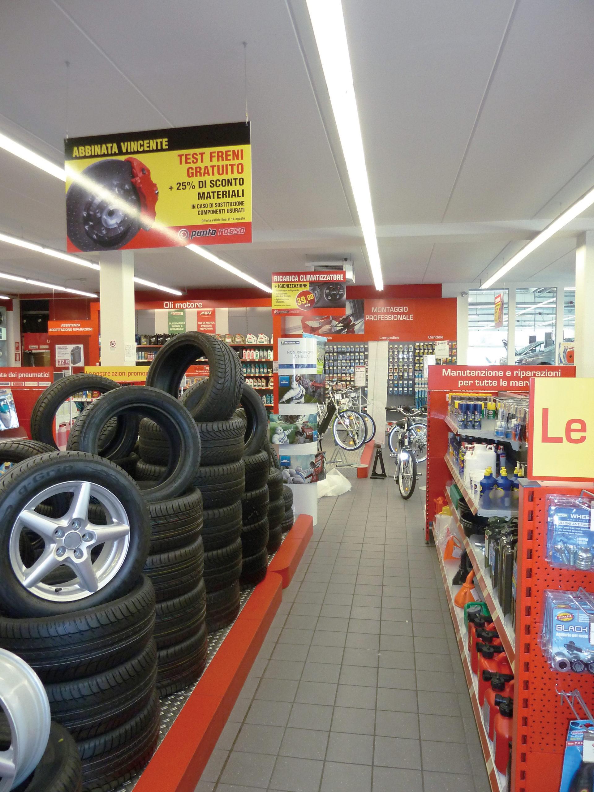 Pannelli, calpestabili, decorazioni punto vendita negozio accessori auto